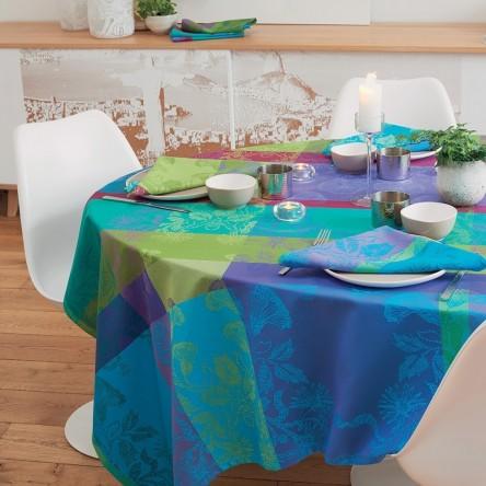 MILLE FIORI SOUS BOIS – Beschichtete Tischdecke von Garnier Thiebaut blau/grün/lilax